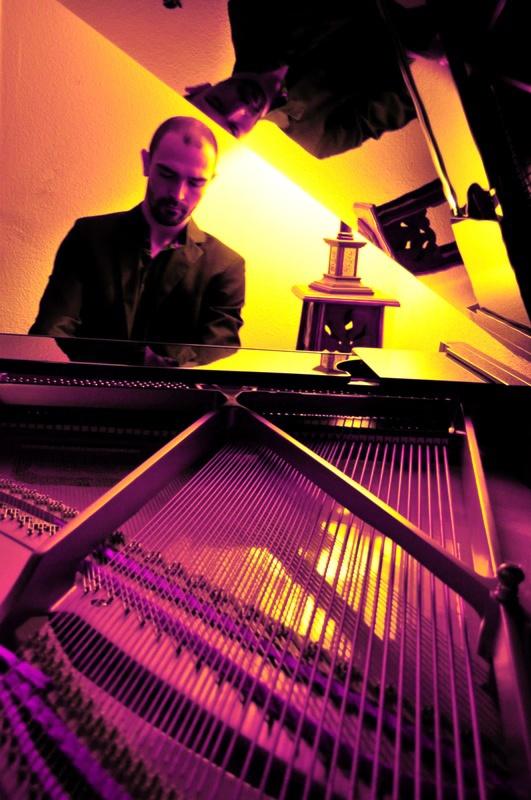 RobertoGuijarro_piano_earproof